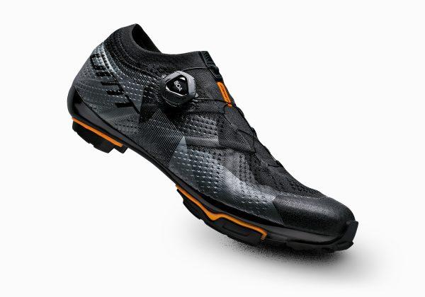 Kolesarski čevlji DMT KM1
